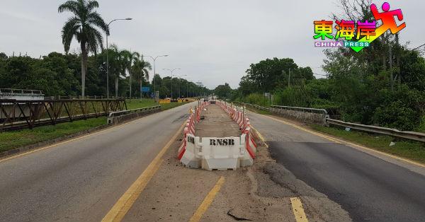通往关丹市区方向,靠近11英哩屠宰场的伯拉河双溪伯沙桥,下周三(16日)将封路兴建替代桥梁。