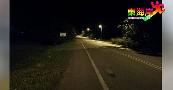 国能负责的直凉镇明光路16盏路灯全亮了。