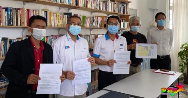 李健聪(左3)促请彭州政府,同意莱纳斯在武吉吉胆,建立永久废料储存槽一事前,重新研讨及做出解释。左起赛夫再曼、祖莱迪、陈文德及陈俊广。