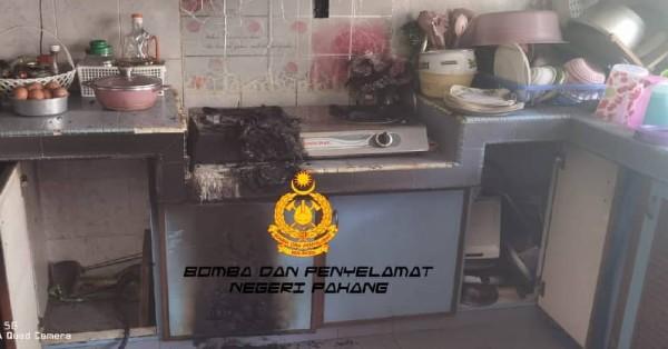 煮食忘记顾火,烧焦锅子引发火灾。