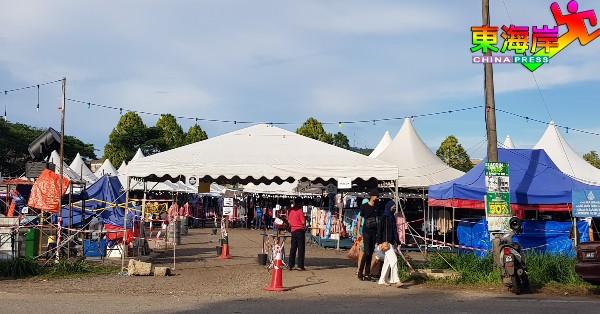 民众开始趁开斋节来临最后一个周末,到斋戒月市集采购应节物品新衣等。
