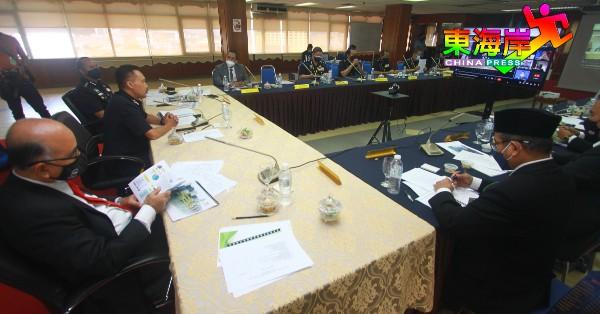 彭州警方联同彭州教育局召开年度第二次联席会议,探讨州内学生纪律及学校安全问题。